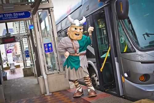 Commuter Magnus Mascot